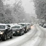 auto sotot la neve