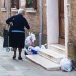 sacchetti per strada